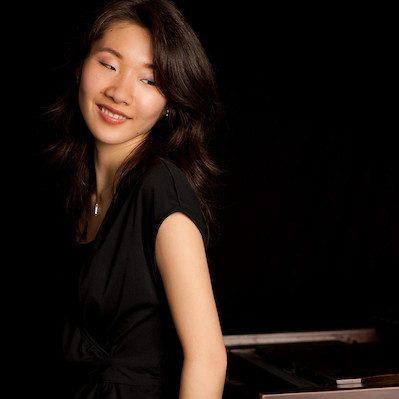 Akiko Yamazaki Headshot