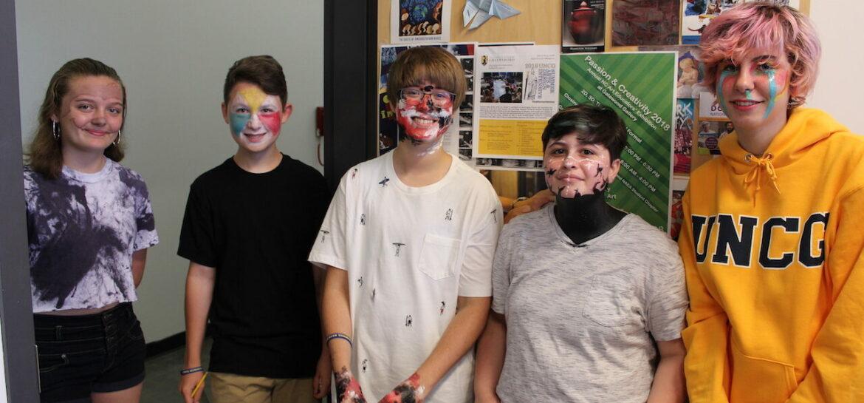 Image of art camp students standing in doorway.